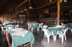 Na Sombra restaurant bar and budget accommodation Vilanculos Mozambique